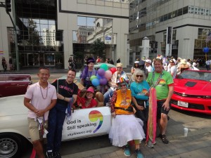 pride2015-Boyd photo everyone by car small